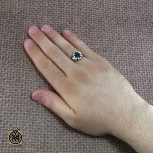 انگشتر نقره مردانه با نگین یاقوت کبود – کد ۸۱۷۴