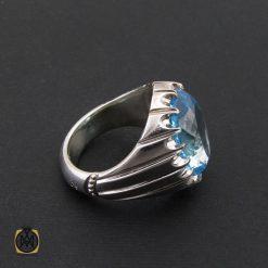 انگشتر توپاز آبی مردانه ارزشمند و درشت با رکاب دست ساز – کد ۸۵۴۵