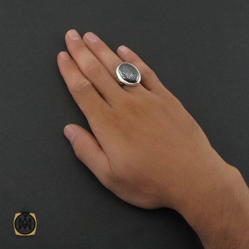 انگشتر حدید سینی با حکاکی ولایه علی بن ابی طالب مردانه – کد ۸۴۴۵