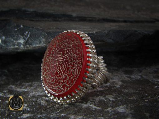 انگشتر عقیق قرمز مردانه با حکاکی و من یتق الله – کد ۸۶۳۱