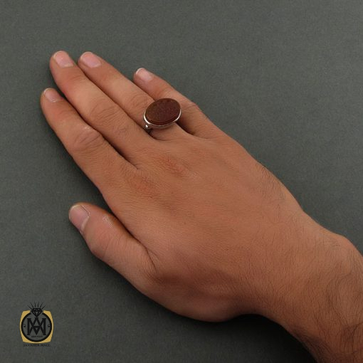 انگشتر عقیق یمن با حکاکی من قنع عز ومن طمع ذل – کد ۸۶۷۰
