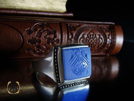 انگشتر عقیق آبی مردانه با حکاکی یا امیرالمومنین هنر دست استاد شرفیان– کد 8821 - 00 22 510x383