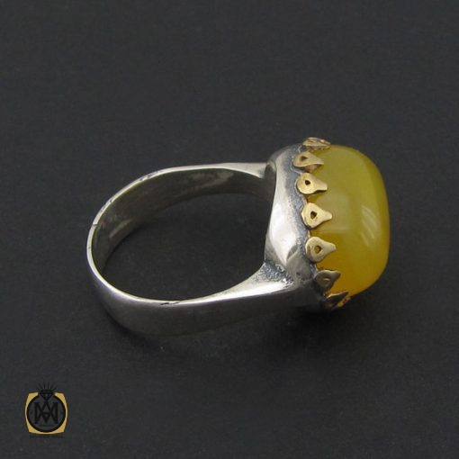 انگشتر عقیق زرد با حکاکی شرف الشمس طرح صفوی مردانه – کد ۸۸۴۲