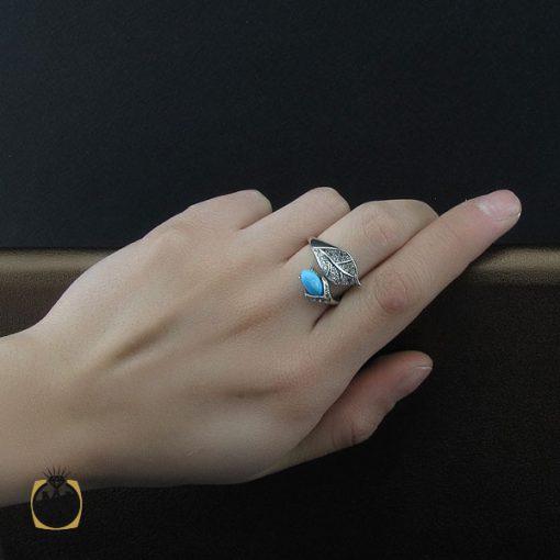 انگشتر فیروزه نیشابوری طرح رخساره زنانه – کد ۲۲۳۳