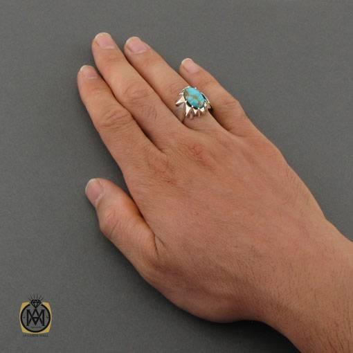 انگشتر فیروزه نیشابوری خوش نقش مردانه دست ساز – کد ۱۱۰۳۱