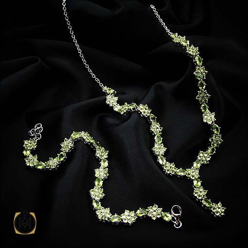 سرویس نقره عروس با سنگ زبرجد
