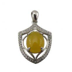 مدال عقیق زرد زنانه با حکاکی شرف الشمس طرح دلارام